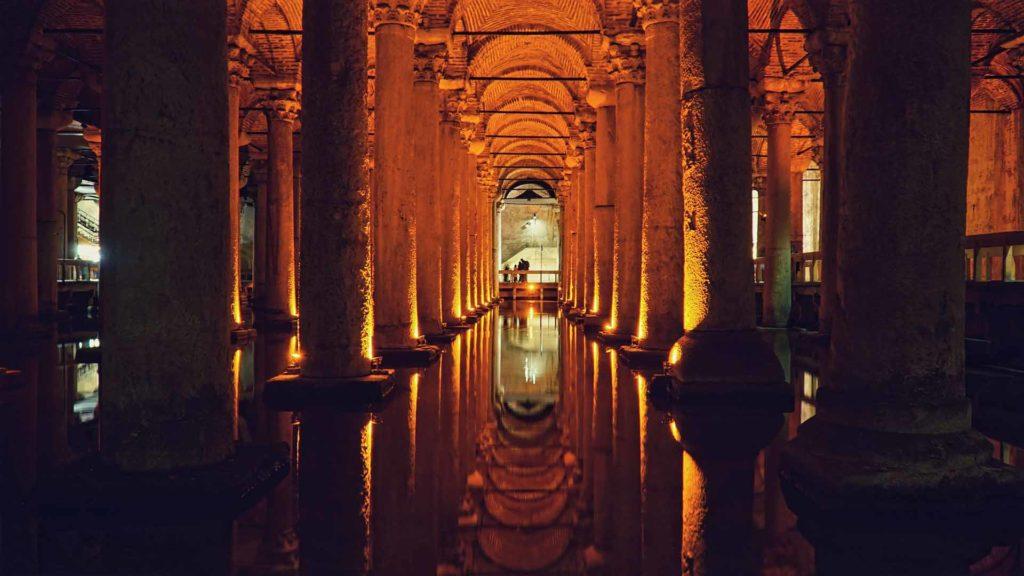 Imagen Cisterna Basílica de Estambul en Turquía. Cicerone Plus